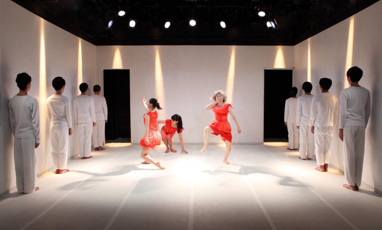 『ご多分にもれず、ふつう。』(STスポット・横浜/2012年3月)撮影/北川姉妹
